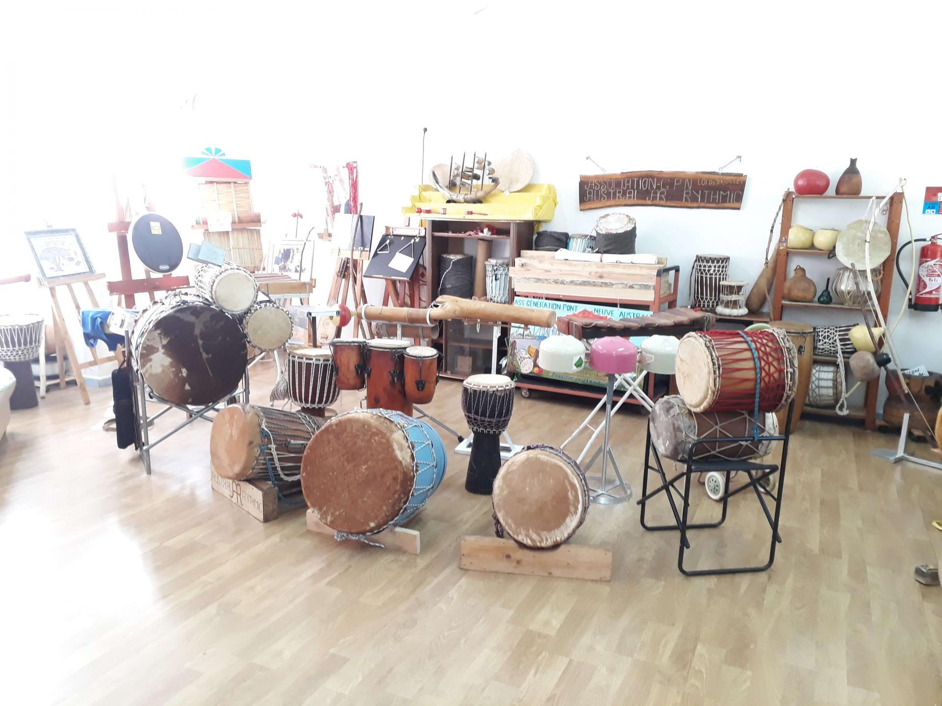 Visite de la salle d'exposition des instruments du Monde
